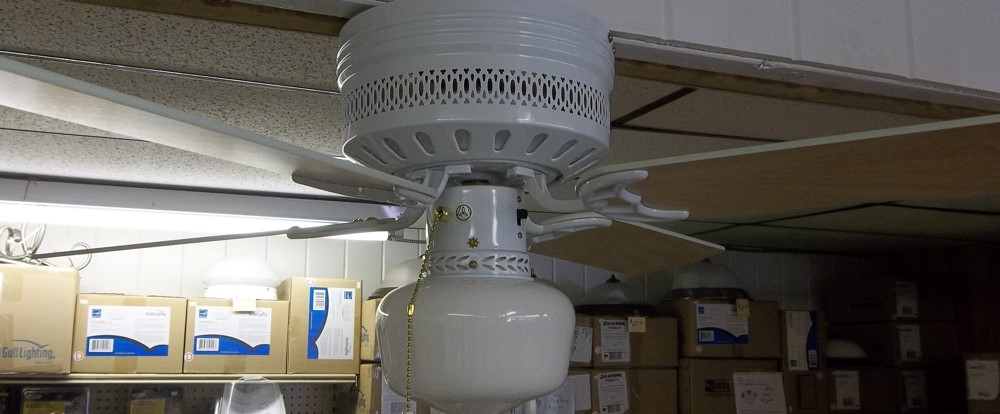 ceiling fan 42 w/ light $32